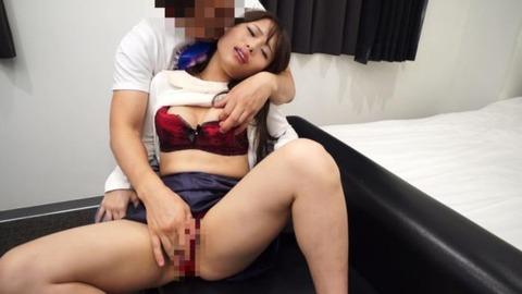 副職がAV女優の素人人妻エロ画像 (31)
