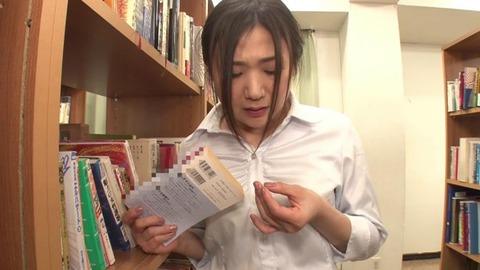図書館で媚薬オナニー&SEX (6)