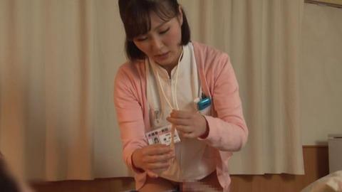 精液採取する淫乱ナース_044