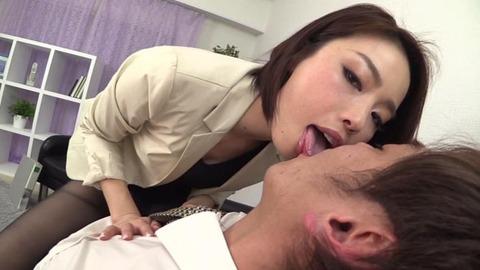 豊満デカ尻タイトスカートで挑発する美女 (35)