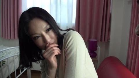 狂ったように喘ぐ美熟女のエロ画像47枚目