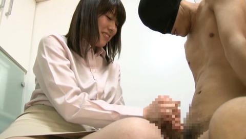 勤務中に手コキする淫乱OL-032