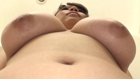 全裸家政婦、小西みかのエロ画像-002