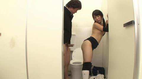 おしっこを我慢するブルマ女子とトイレでSEX (39)