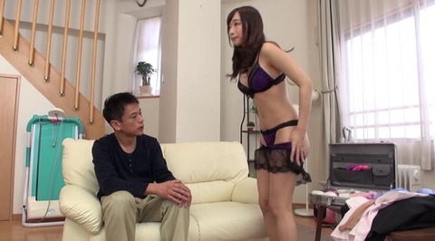 お色気ランジェリーで男を悩殺する美熟女 (17)