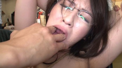 乳首だけでイってしまう三十路妻 (33)