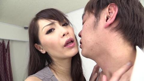 豊満デカ尻タイトスカートで挑発する美女 (41)