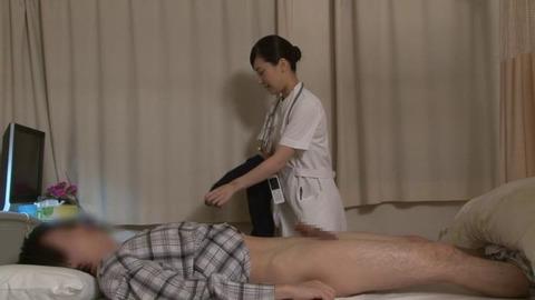 精液採取する淫乱ナース_045