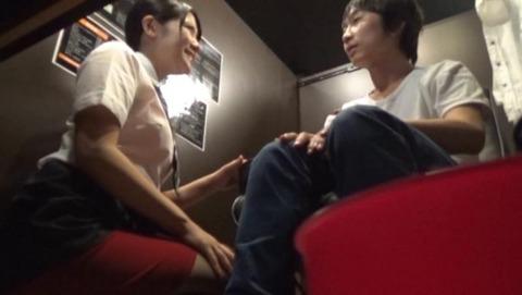 ネカフェ-巨乳-人妻-001