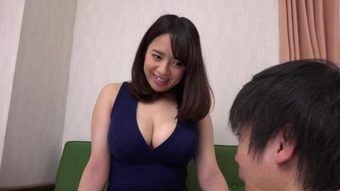 むちむちでパツパツなお尻の人妻たち (8)