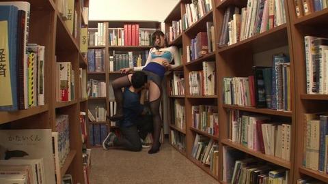 図書館で媚薬オナニー&SEX (29)