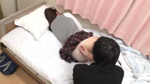 パンツ丸出しで熟睡してる女子生徒 (3)