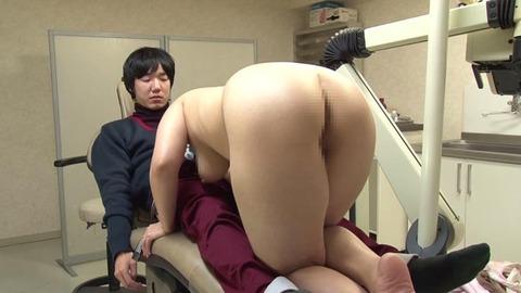 歯科助手をしている兄貴の嫁さん (35)