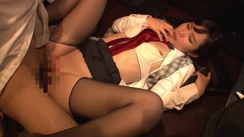 ねっとりフェラで虜にするソソる女子店員 (15)