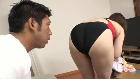 デカ乳デカ尻美熟女 (28)