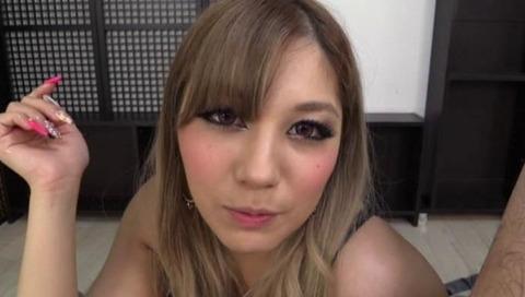 ド淫乱な痴女ギャル上原花恋が男に潮吹きさせる049