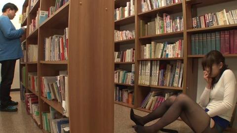 図書館で媚薬オナニー&SEX (24)