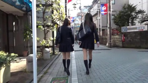 パンチラ誘惑してくる女子高生 (25)