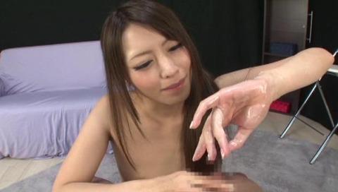 美人なお姉さんの手コキ画像-050