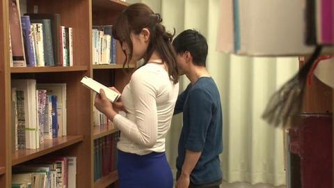 図書館で媚薬オナニー&SEX (21)