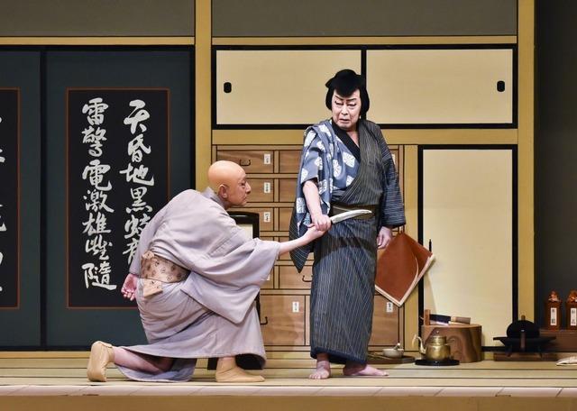 『裏表先代萩』右から下男小助=尾上菊五郎、大場道益=市川團蔵-1