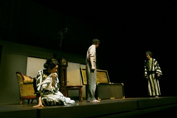 s_09 世田谷パブリックシアター『お勢登場』撮影:細野晋司_AHY2044