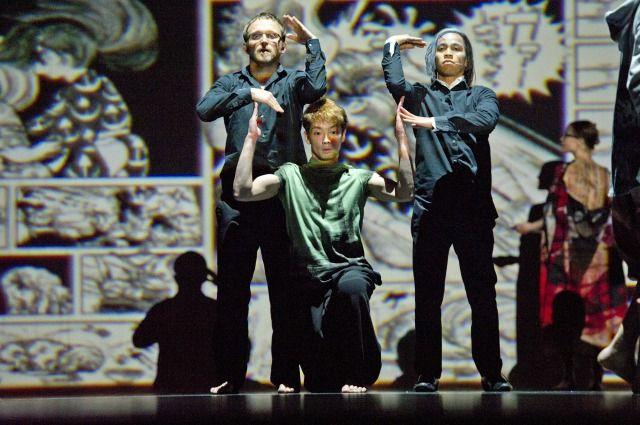 s__ABL3134 日本の誇る世界的才能である手塚治虫の世界を、ダンス・パフォーマンスで表現.
