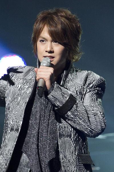 歌う浦井健治