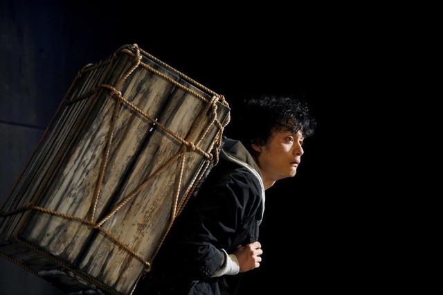 22 世田谷パブリックシアター『岸 リトラル』撮影:細野晋司_DAM4319