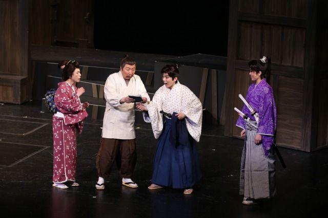 左より久本雅美、石倉三郎、藤山扇治郎、北翔海莉