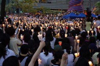 【黒幕登場】韓国で安倍政権への抗議行動応援広がる ツイッターに印、メッセージ続々