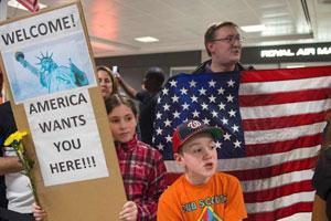 【トランプ暴走wwwwwwwwwww】米大統領令でイランやイラクなど7か国からの入国を90日間の停止へ…空港で拘束など混乱