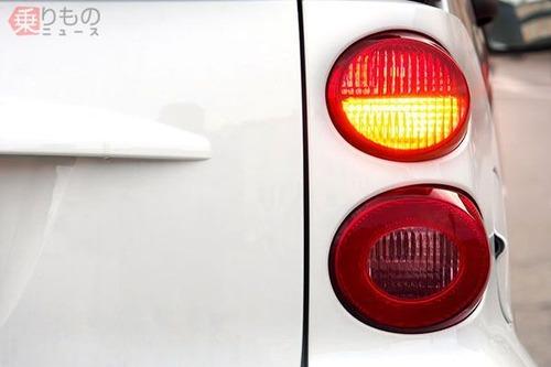 高速道路の追い越し車線で後続車からの右ウィンカー意味は「どけ!」 右ウィンカーはあおり運転になるのか