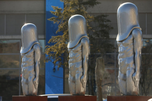 【平昌五輪】<糞ワロw> なんだこりゃ? 平昌オリンピックに謎の銅像 「モルゲッソヨ」