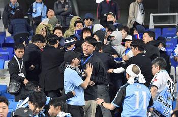 【旭日旗】川崎フロンターレのサポーターが水原(韓国)戦で旭日旗を座席に掲げたためAFCが1年の執行猶予付きで無観客試合の処分