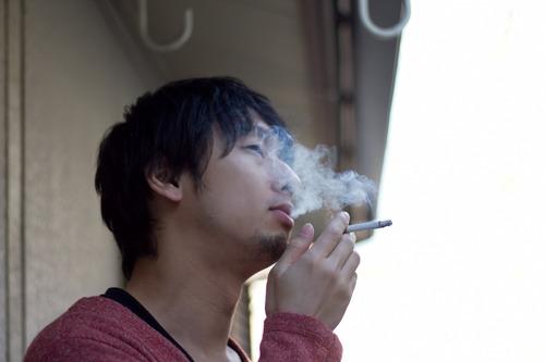 ベランダでタバコ吸うんじゃねーよ!ホタル族被害者の会「近隣住宅受動喫煙被害者の会」が結成されて『ベランダ喫煙禁止法』の制定を目指す