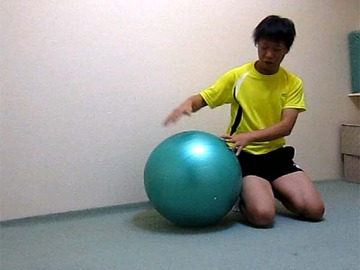 ボールでストレッチ(横腹、脇)