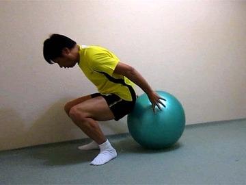 ボールでストレッチ(背中、腰)