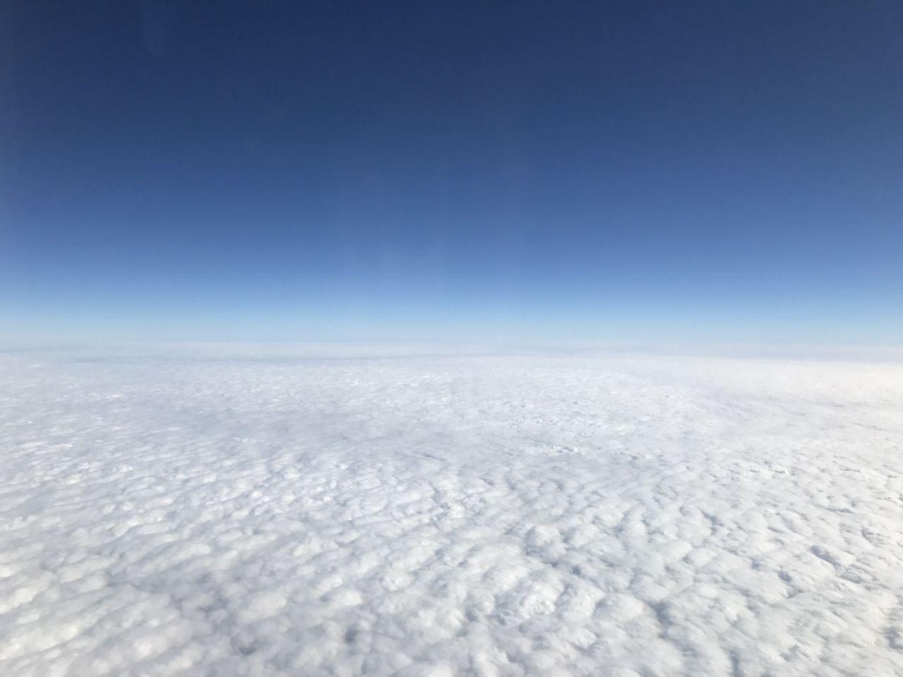 東京に向かう空