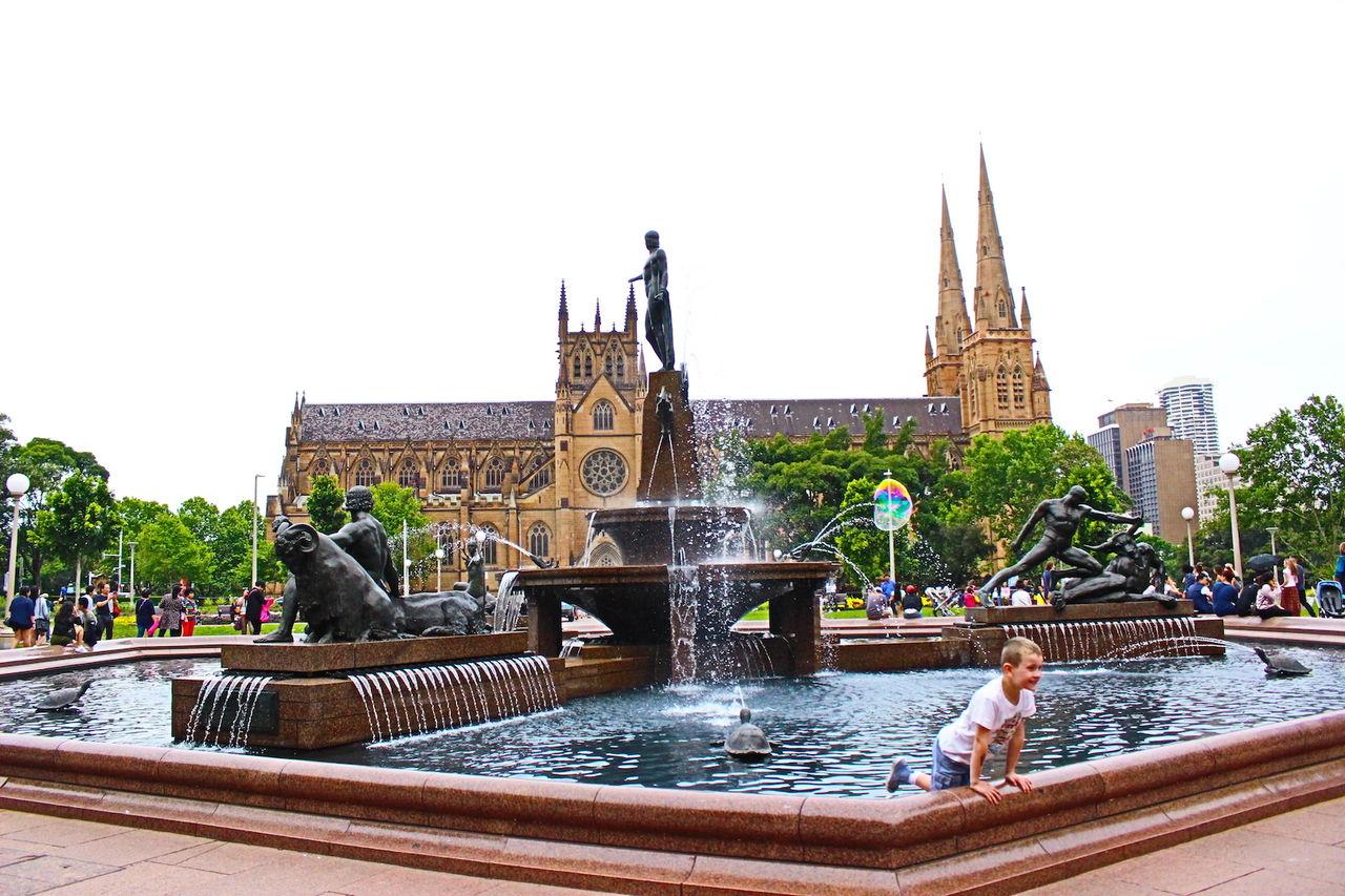 オーストラリアの協会と男の子