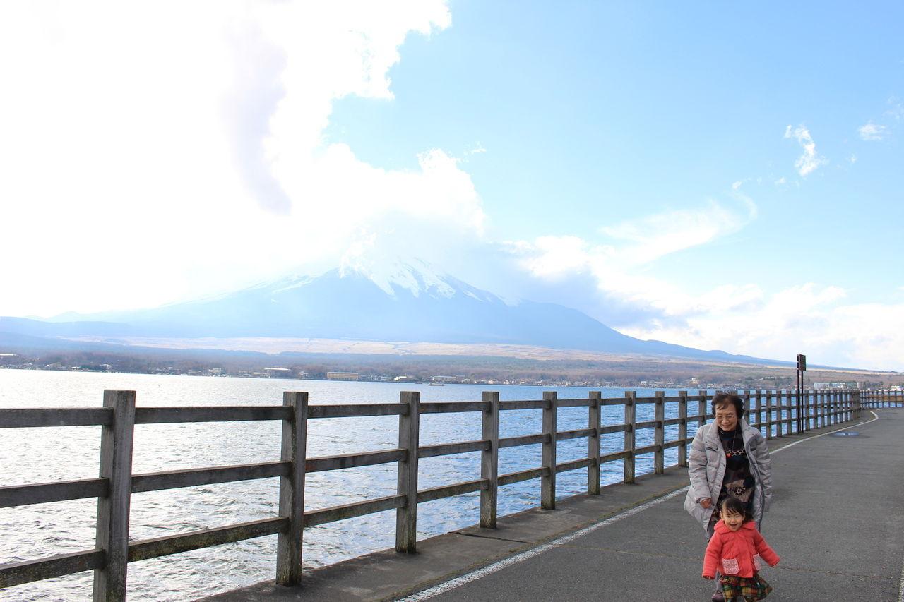 富士山と姪っ子とばあば
