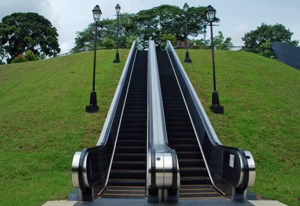 10 - Escaleras al aire ...