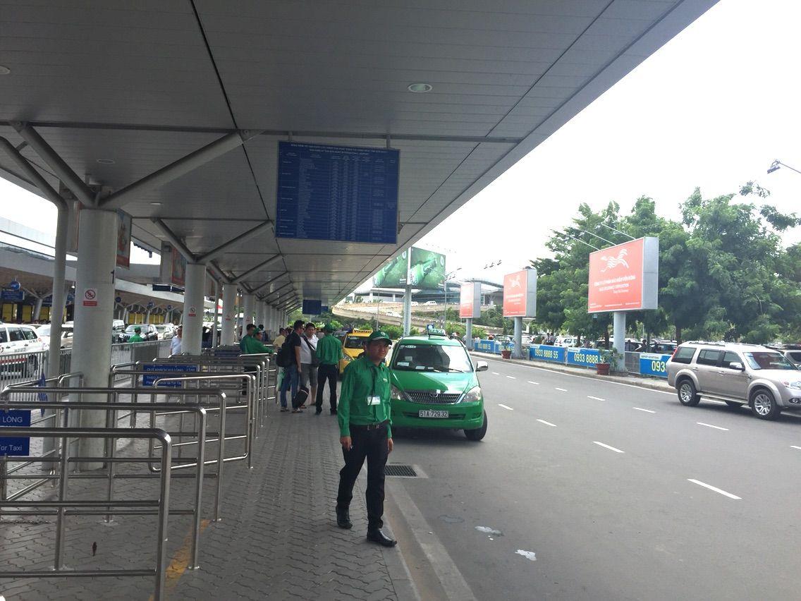 ホーチミン空港国内線ターミナルから市内までタクシー乗って ...