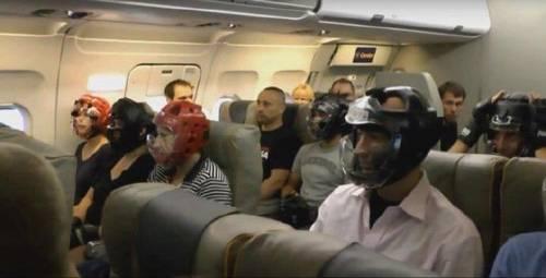 ユナイテッド航空の機内が闘技場