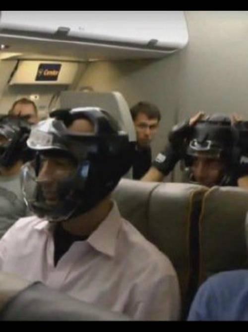 ユナイテッド航空の機内が闘技場3