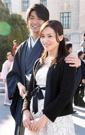 宮崎謙介と夫人の金子恵美