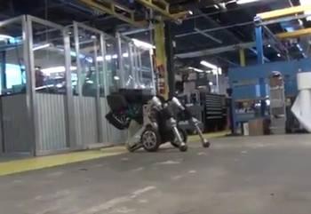 ロボット「ハンドル」