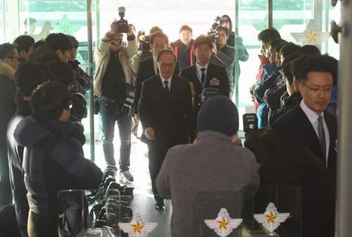 韓国マスコミカメラ床3