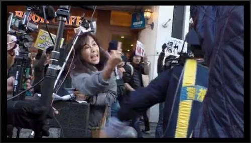 中指立てて発狂しちゃった香山リカの顔