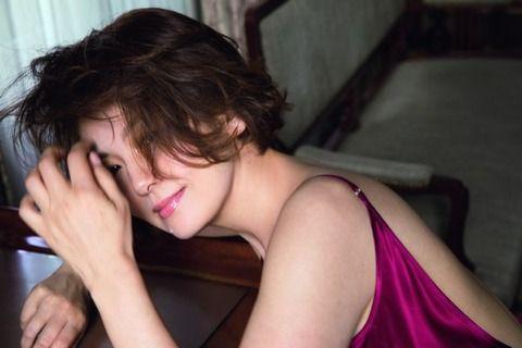 【画像】南野陽子「奇跡の50歳」グラビアで見せた「ナンノの美肌」